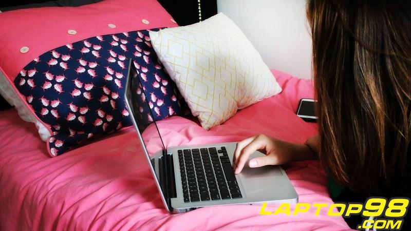 girl-using-laptop_800x450.jpg